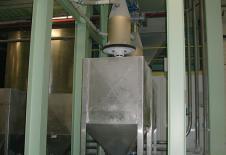 Dispositivo de llenado de contenedor flobin con bandeja elevadora a la salida de un silo
