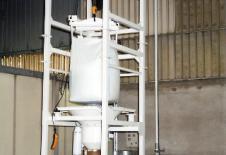 Estació de buidatge de big-bag amb polipast elèctric i transport pneumàtic